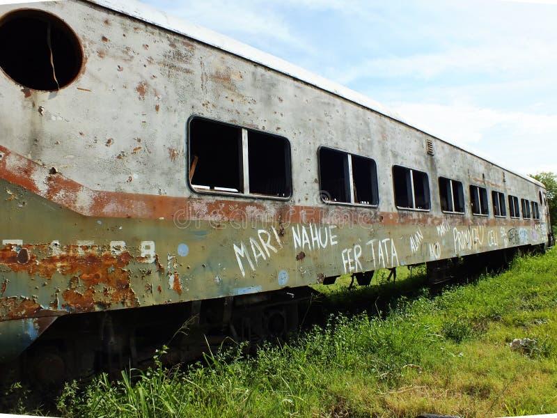 Carro del tren de pasajeros en ruinas fotografía de archivo