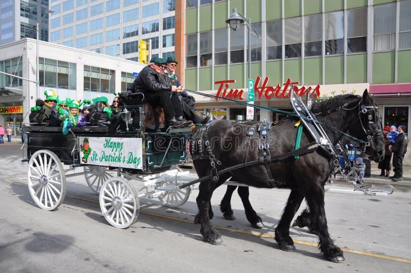 Carro desenhado cavalo no dia de Patrick de Saint imagem de stock royalty free