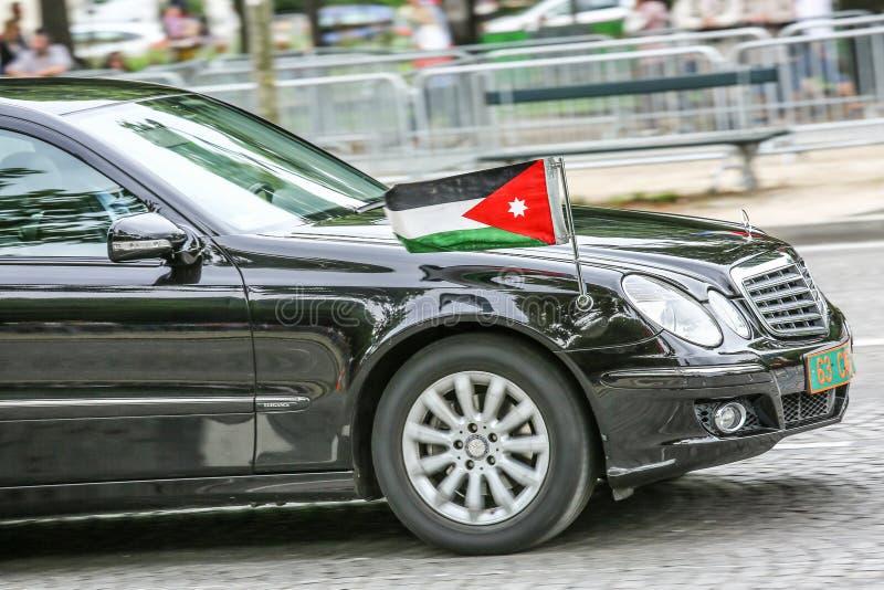 Carro diplomático jordano durante a parada militar ( Defile) no dia ( da república; Bastille Day) Campeões Ely fotos de stock