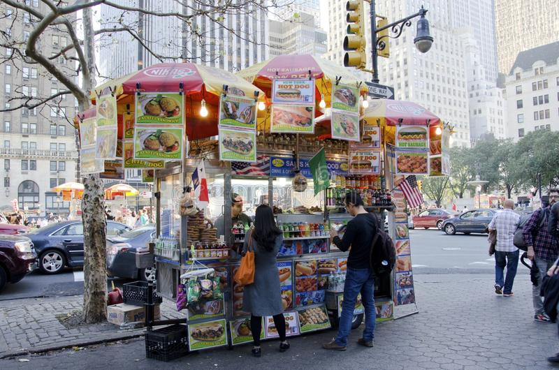 Carro do alimento de New York City fotografia de stock royalty free