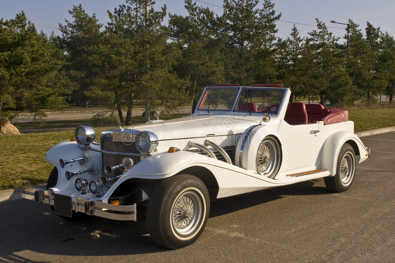 Carro do branco do vintage imagens de stock royalty free