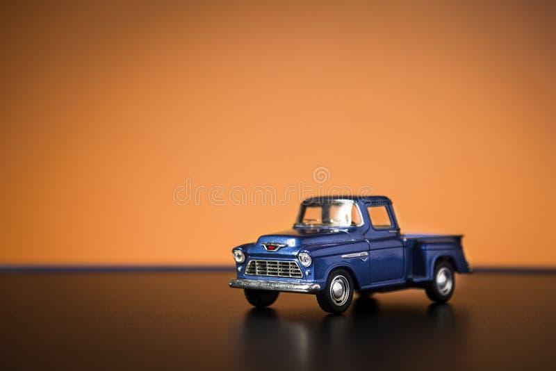 Carro do brinquedo do recolhimento de Chevrolet 3100 imagens de stock