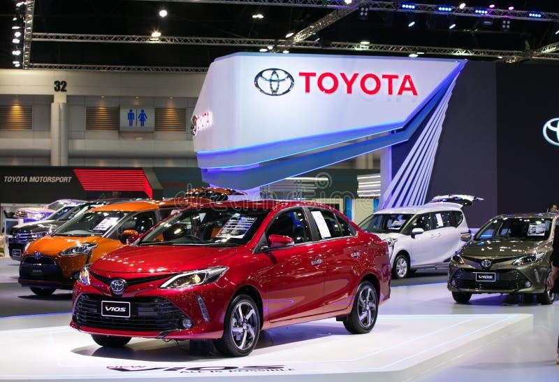 Carro do eco dos vios de Toyota na exposição na exposição automóvel internacional 2017 de Banguecoque fotos de stock