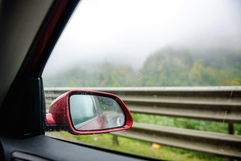Carro do espelho retrovisor do curso de Islândia fotos de stock
