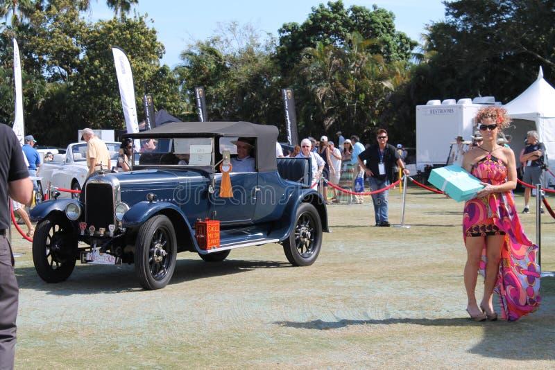 Carro do Oldtimer conduzido imagem de stock