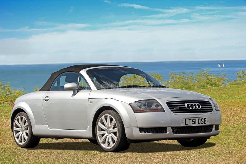 Carro do quattro de Audi tt pela costa imagens de stock royalty free