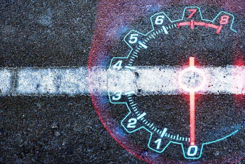 Carro do velocímetro na estrada preta textured fotos de stock