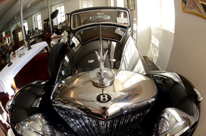 Carro do vintage de Bentley no museu foto de stock