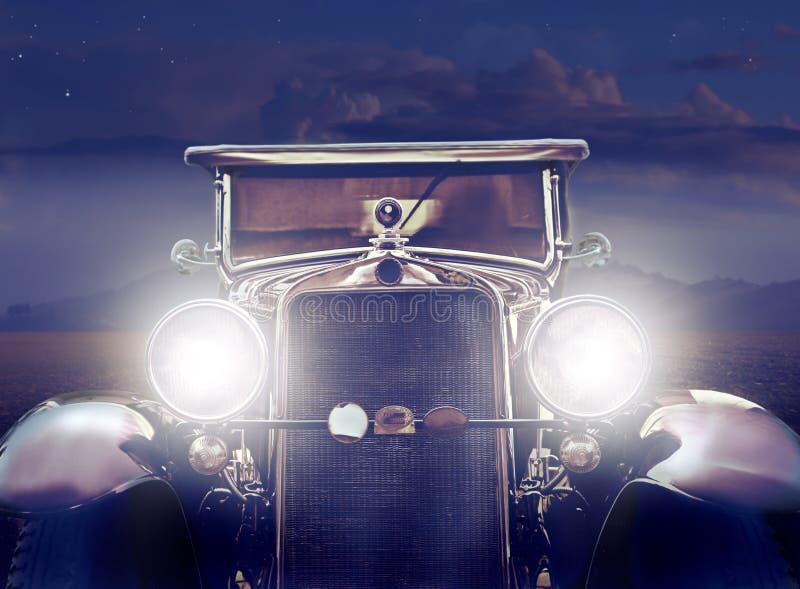 Carro do vintage no deserto foto de stock