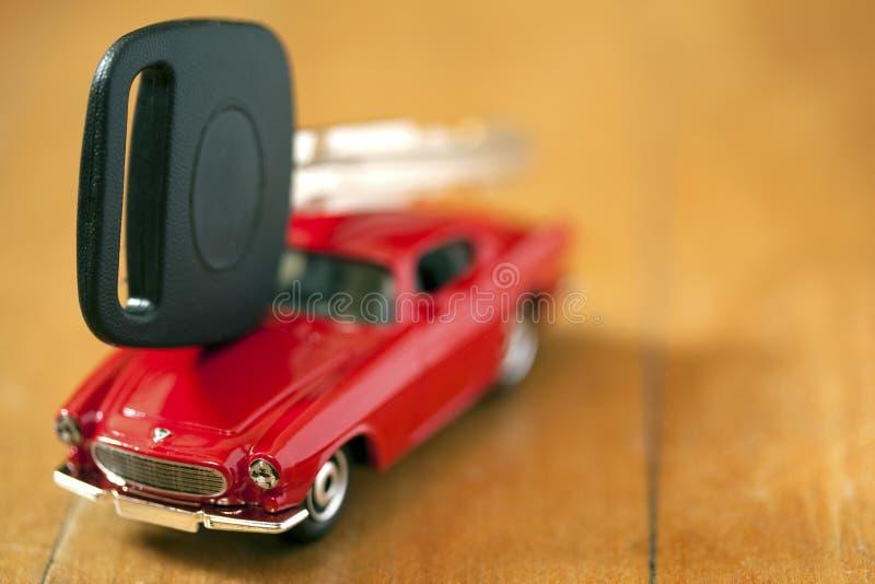 Carro e chave fotografia de stock royalty free