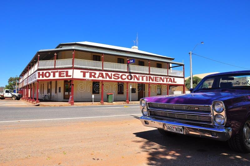 Carro e hotel clássicos no Sul da Austrália foto de stock