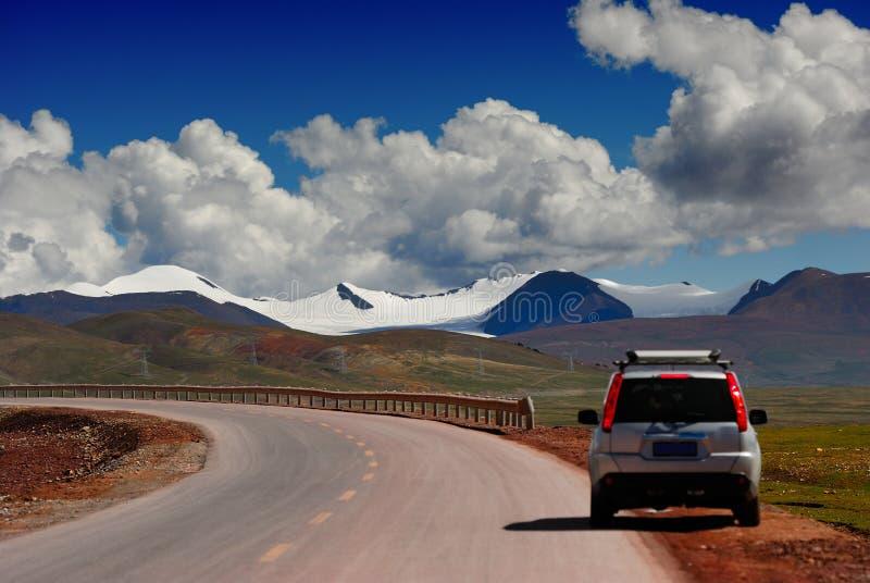 Carro e montanhas fotos de stock royalty free
