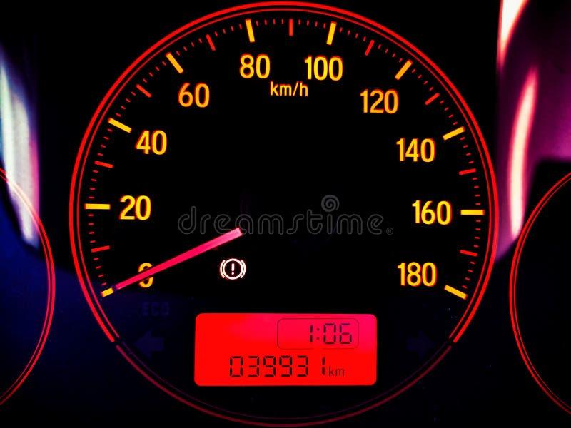 Carro e tempo do velocímetro imagem de stock royalty free