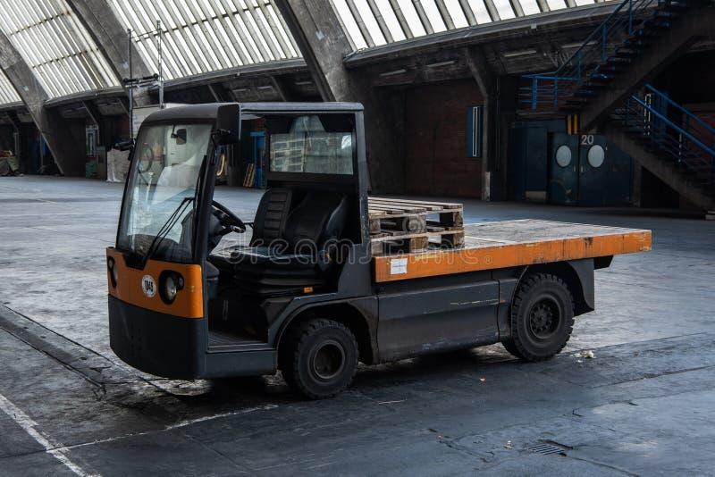 Carro eléctrico en el mercado al por mayor Hamburgo, großmarkt de la fruta fotografía de archivo libre de regalías