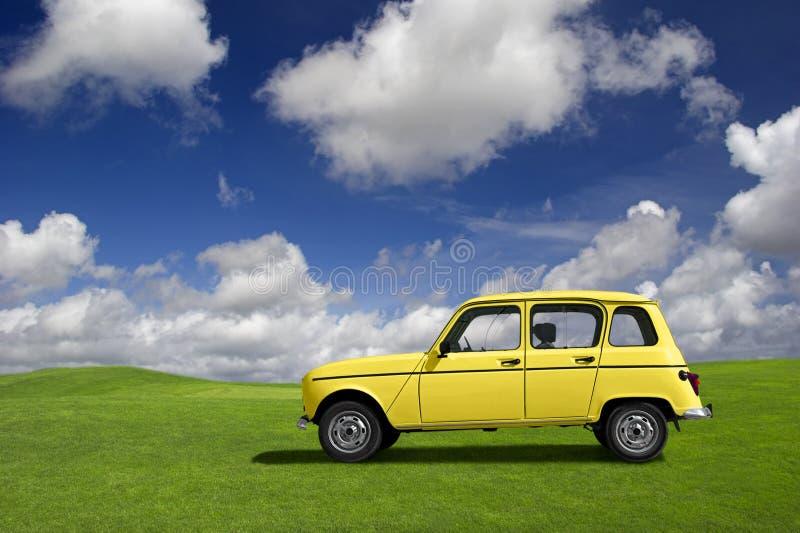 Carro engraçado amarelo foto de stock