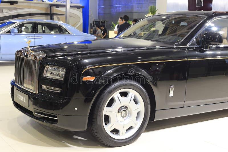 Carro fantasma da longo-distância entre o eixo dianteiro e traseiro de Rolls royce foto de stock royalty free