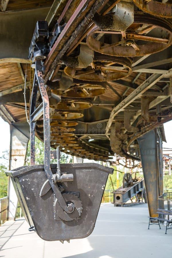 Carro histórico del carril de la minería aurífera imagen de archivo