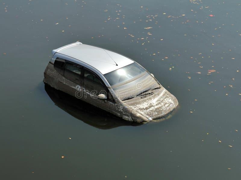Carro inundado fotos de stock royalty free