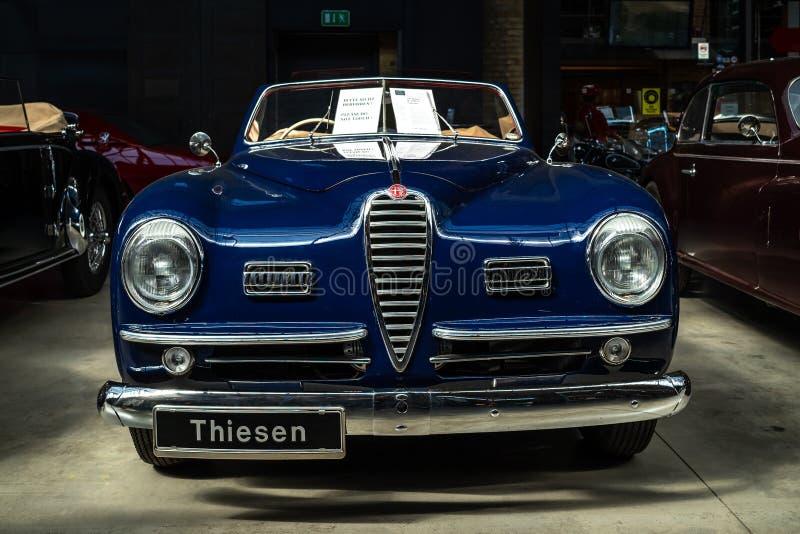 Carro luxuoso Alfa Romeo 6C 2500 SS Cabriolet, 1949 foto de stock royalty free