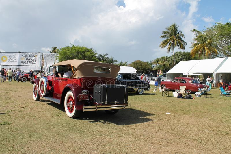 Carro luxuoso americano antigo conduzido foto de stock