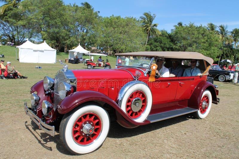 Carro luxuoso americano antigo conduzido imagem de stock royalty free