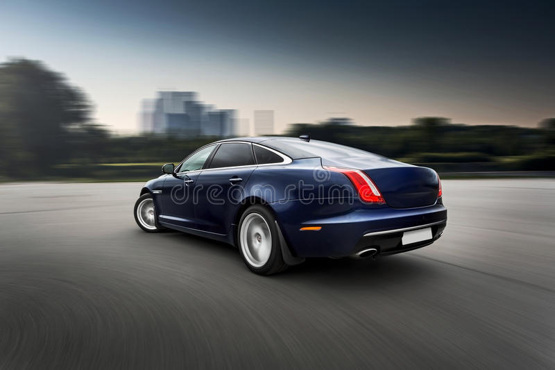 Carro luxuoso superior movente rápido imagens de stock