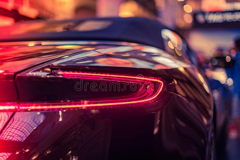 Carro moderno na sala de exposições fotografia de stock royalty free