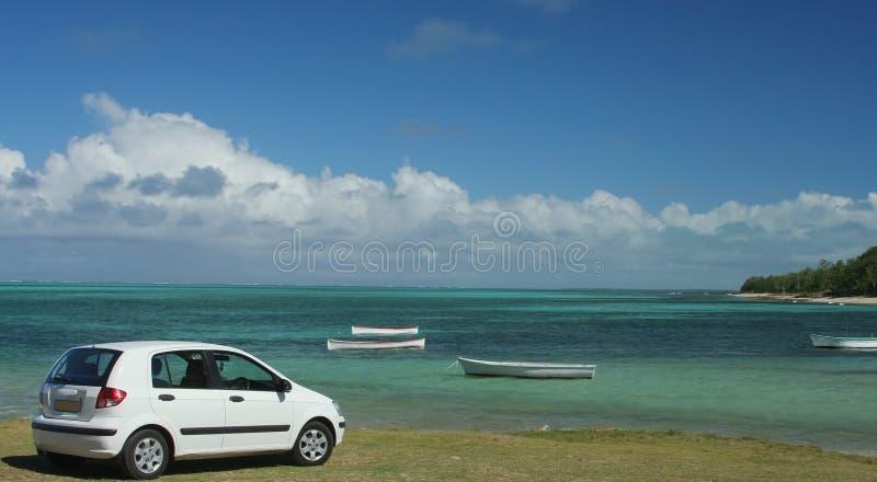 Carro na praia fotografia de stock