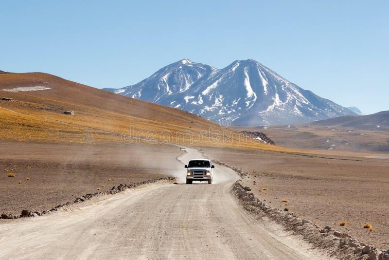 Carro no deserto de Atacama fotos de stock royalty free