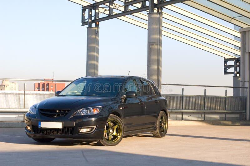 Carro no lote de estacionamento fotos de stock royalty free