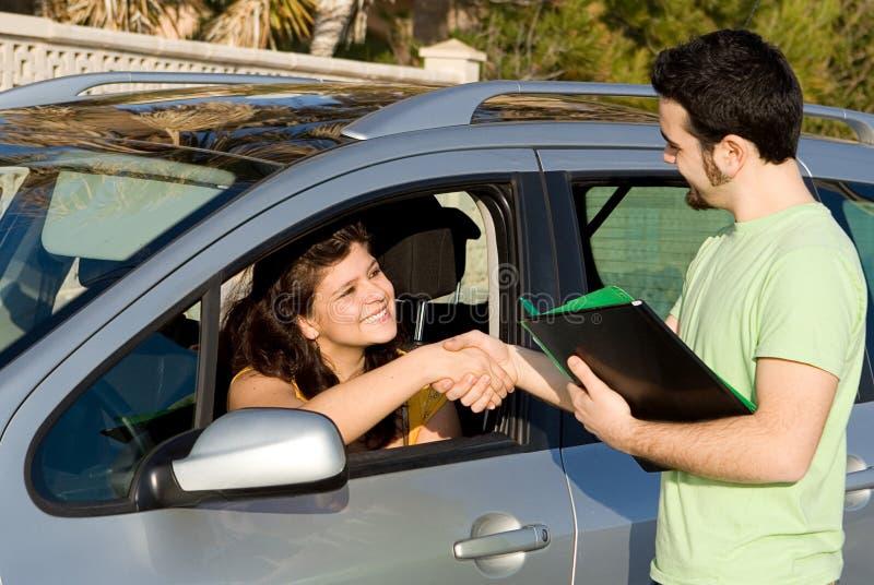 Carro novo ou passagem do teste de condução imagens de stock