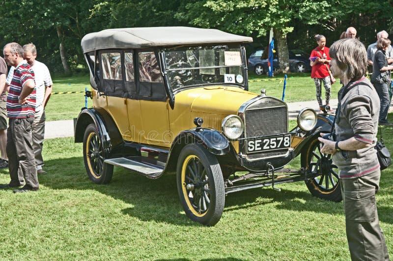 Carro opentop modelo de Ford T no castelo de Brodie. fotos de stock royalty free