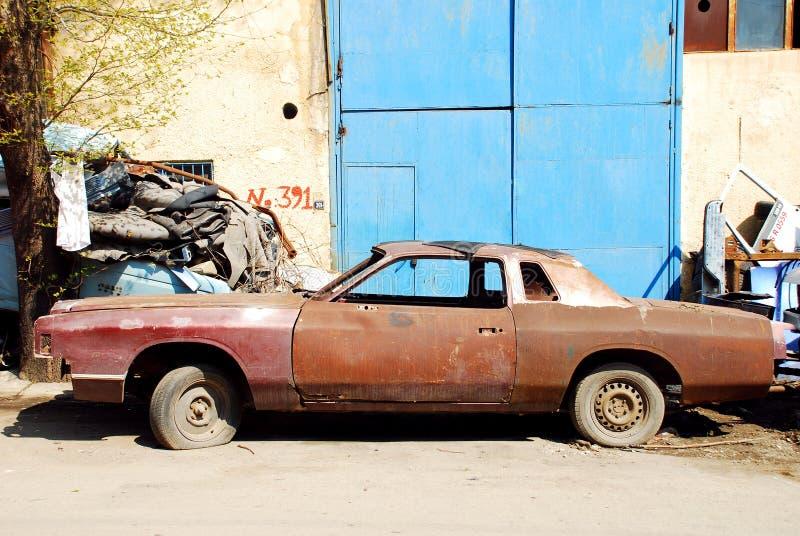 Carro oxidado velho foto de stock