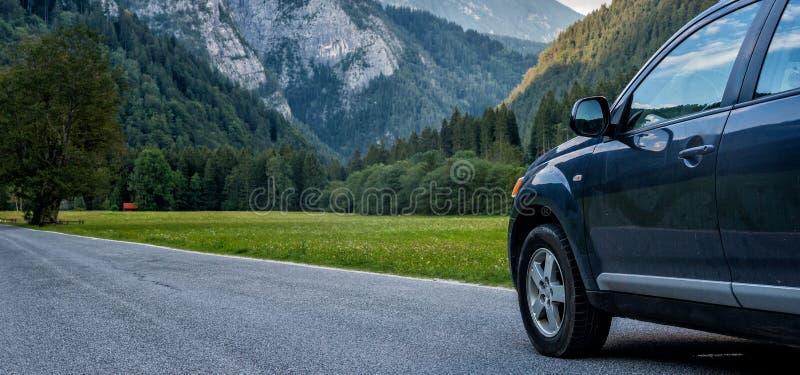 Download Carro para viajar foto de stock. Imagem de país, fundo - 107529410