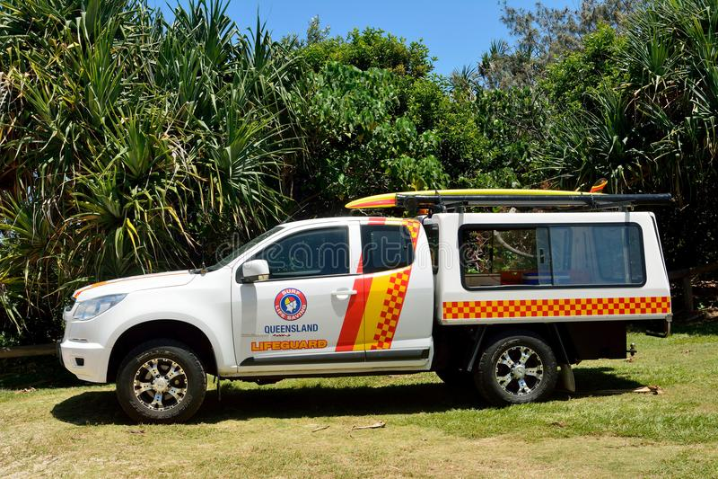 Carro-patrulha da salva-vidas na praia da luz do sol ao sul de Noosa, QLD imagem de stock