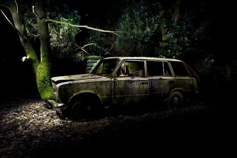 Carro pintado luz da destruição de madeira imagens de stock