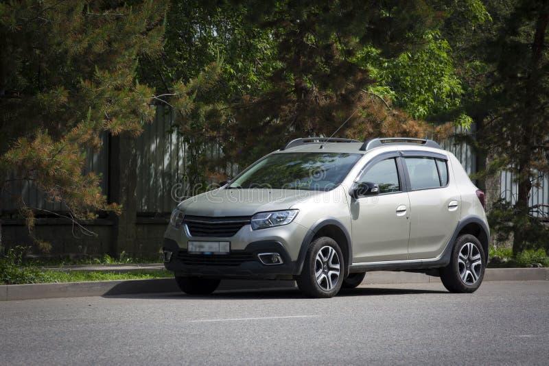 Carro prateado da Renault imagem de stock