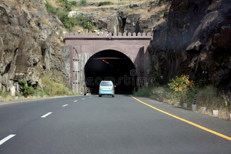 Carro que entra em um túnel fotos de stock royalty free