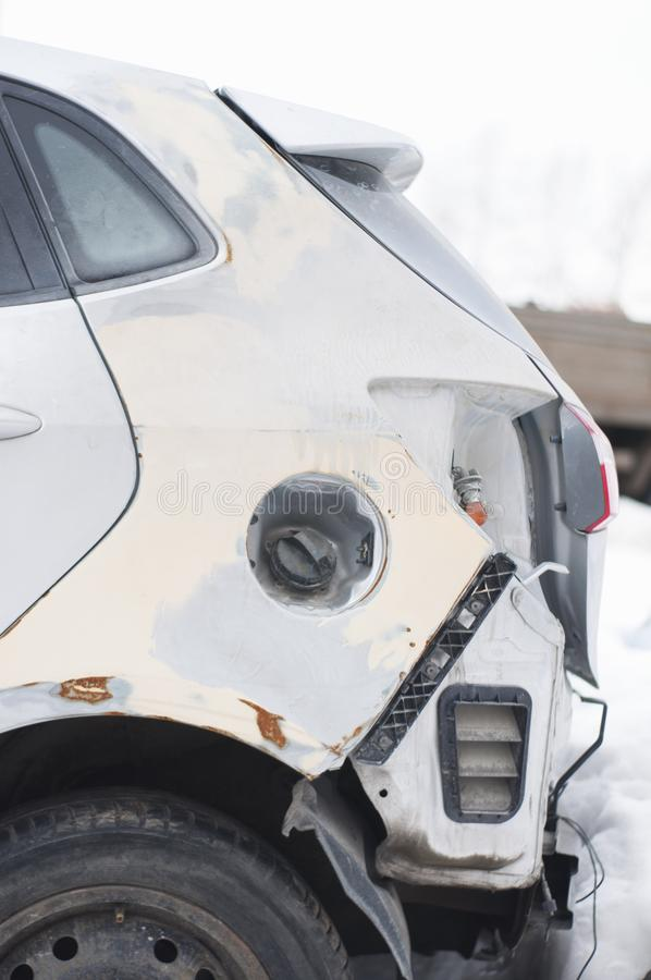 Carro quebrado após um acidente imagens de stock