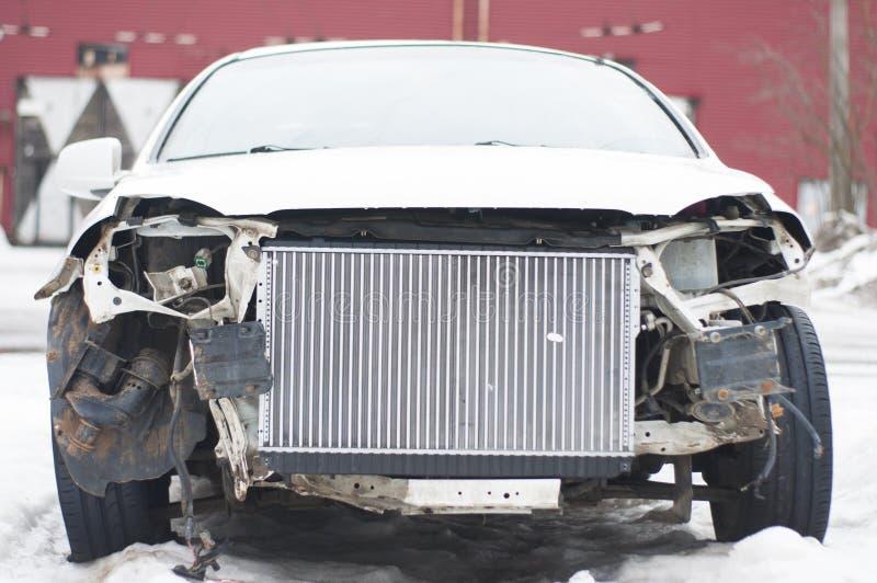 Carro quebrado após um acidente foto de stock royalty free