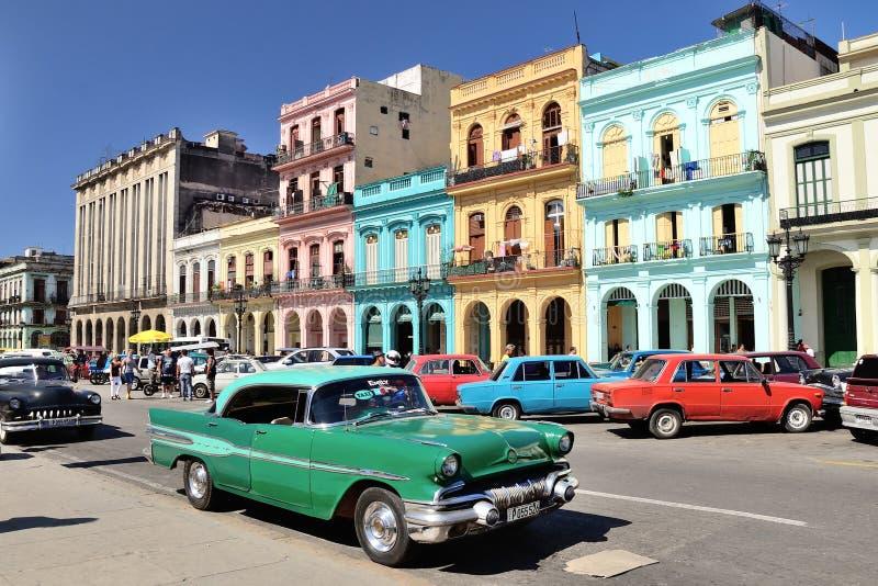 Carro retro em Havana, Cuba imagem de stock