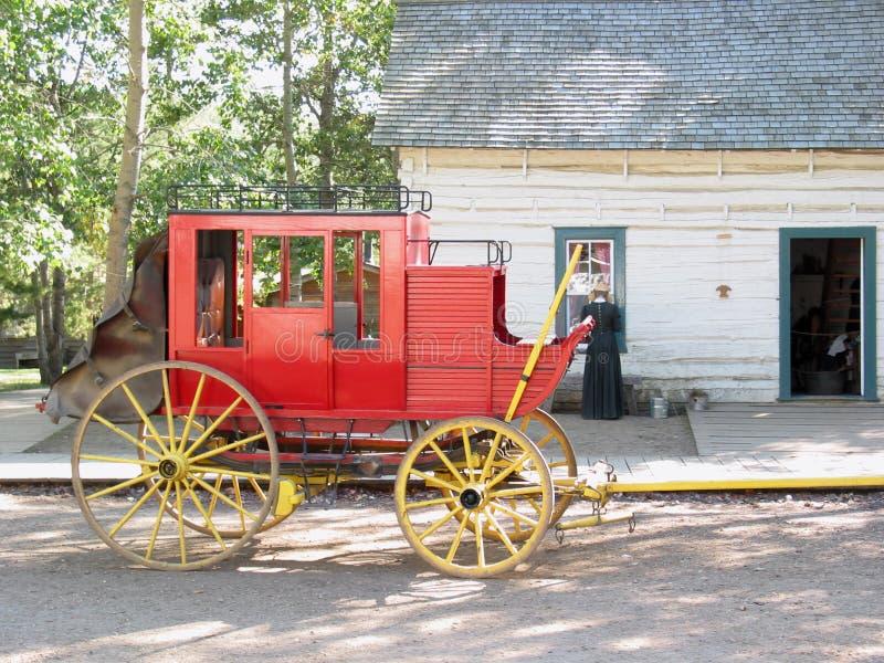 Carro rojo viejo del caballo fotos de archivo libres de regalías