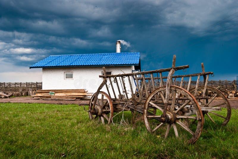 Carro romeno velho do camponês. fotos de stock