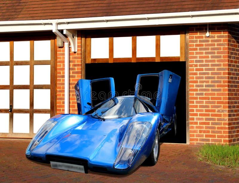 Carro super de Lamborghini na garagem foto de stock
