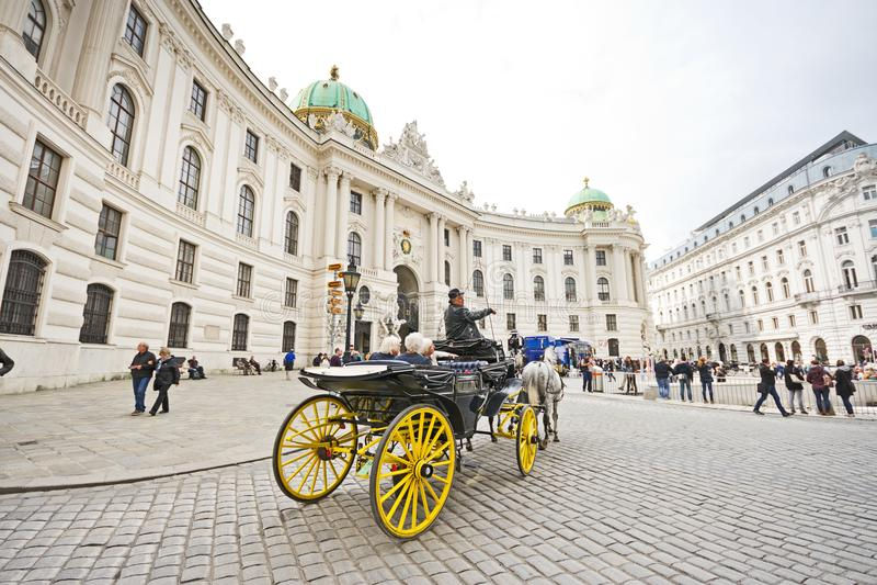 Carro traído por caballo en Viena fotos de archivo