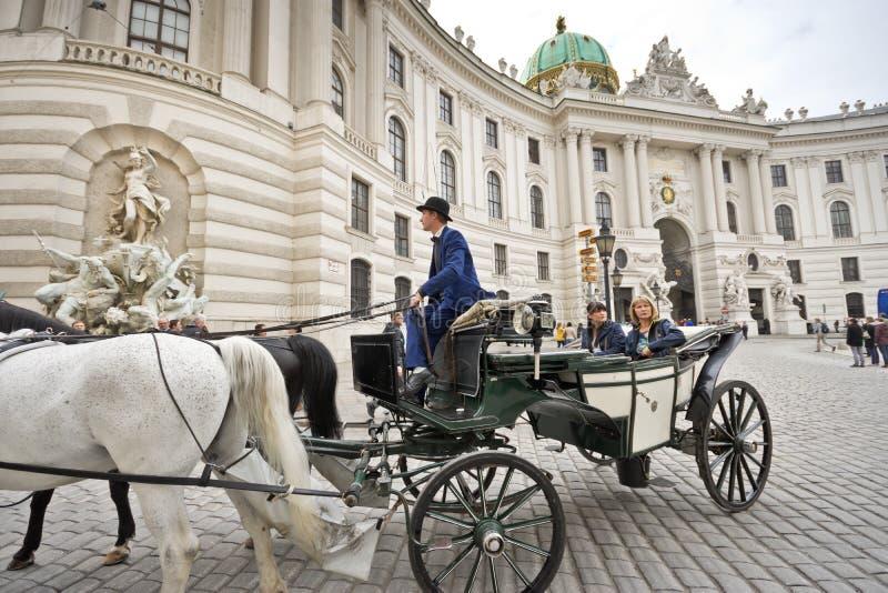 Carro traído por caballo en Viena fotografía de archivo