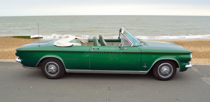 Carro traseiro americano clássico convertível do motor de Chevrolet Corvair imagem de stock royalty free