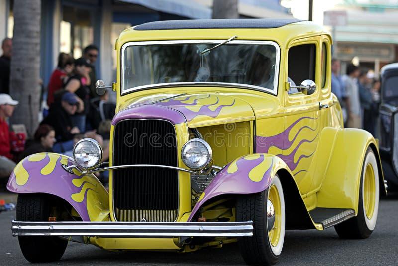Carro velho clássico: Flamas amarelas & cor-de-rosa fotografia de stock royalty free