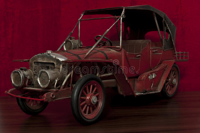Carro velho do brinquedo imagem de stock royalty free