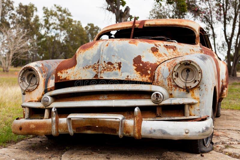 Carro velho oxidado fotografia de stock royalty free